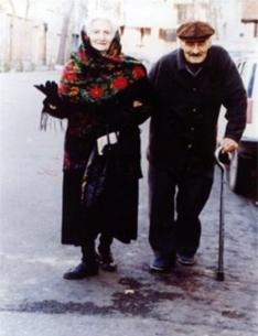 مریم فیروز و نورالدین کیانوری در ایام آخر عمر بعداز تحمل زندان و شکنجه