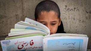 """""""تخریب زبانهای غیر فارسی"""" در ایران توسط صدا و سیما"""